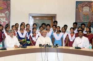 Naveen Patnaik felicitates Dongria Kondh Students