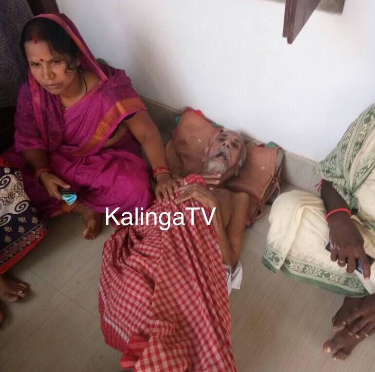 Old man dumped by son, rescued by SHG women