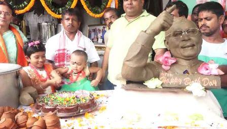 Odisha tea seller distributes free sweets, tea to celebrate PM Modi's birthday